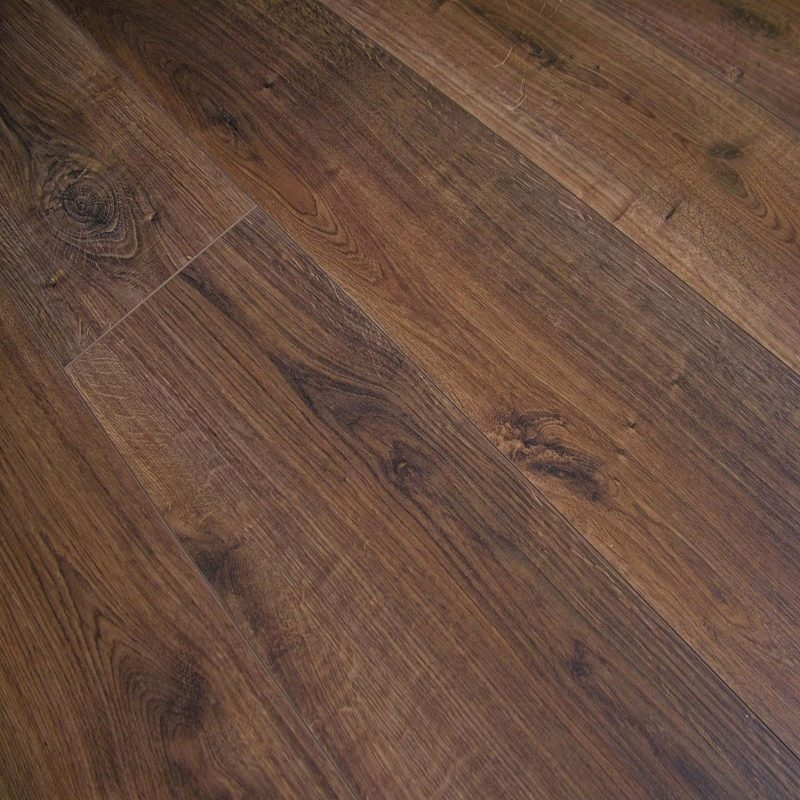 Vivant 8mm Bourbon Oak 4V Groove Laminate Flooring