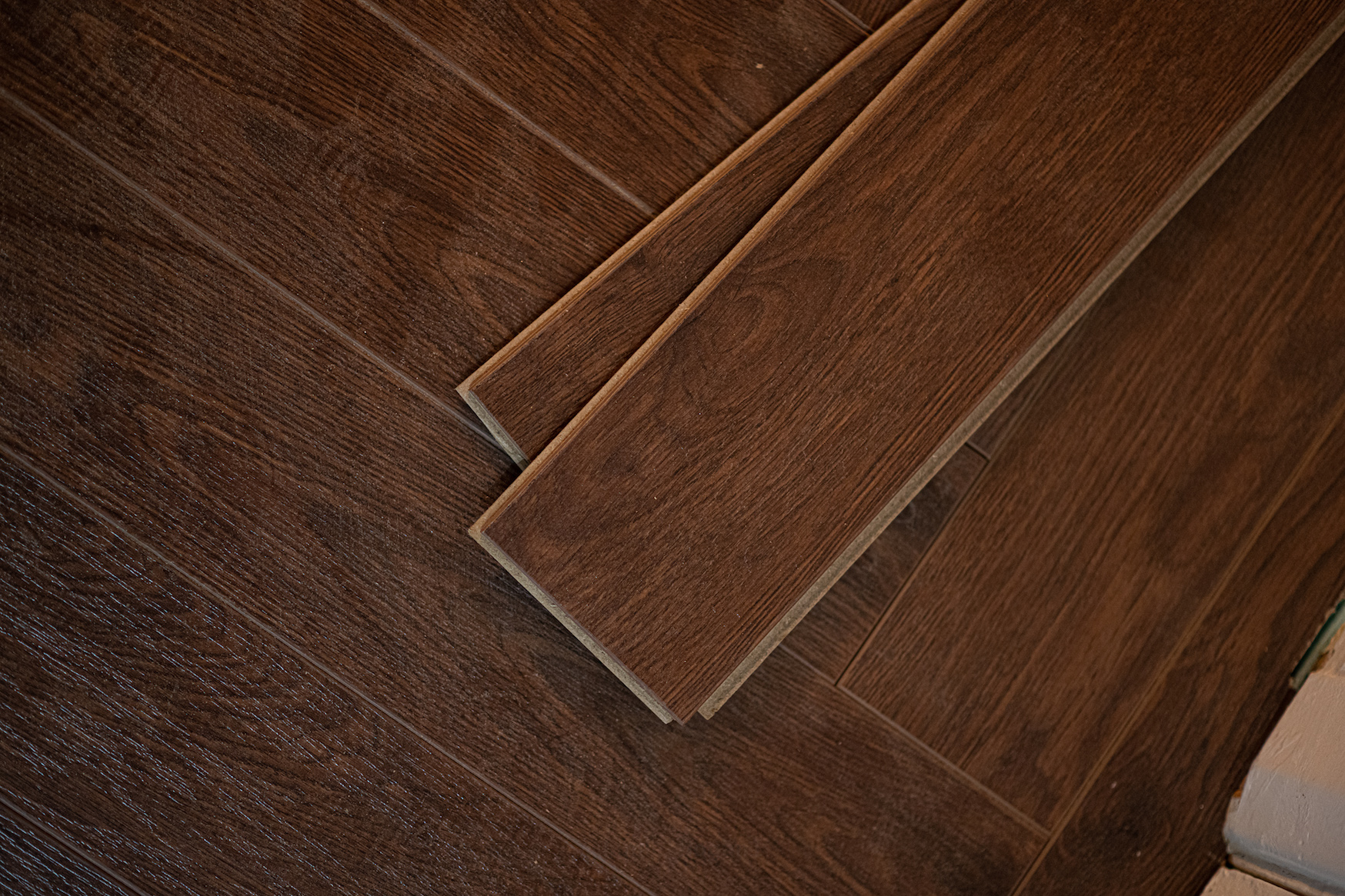 Vivant Vintage Herringbone 12mm Chocolate Walnut 4V Laminate