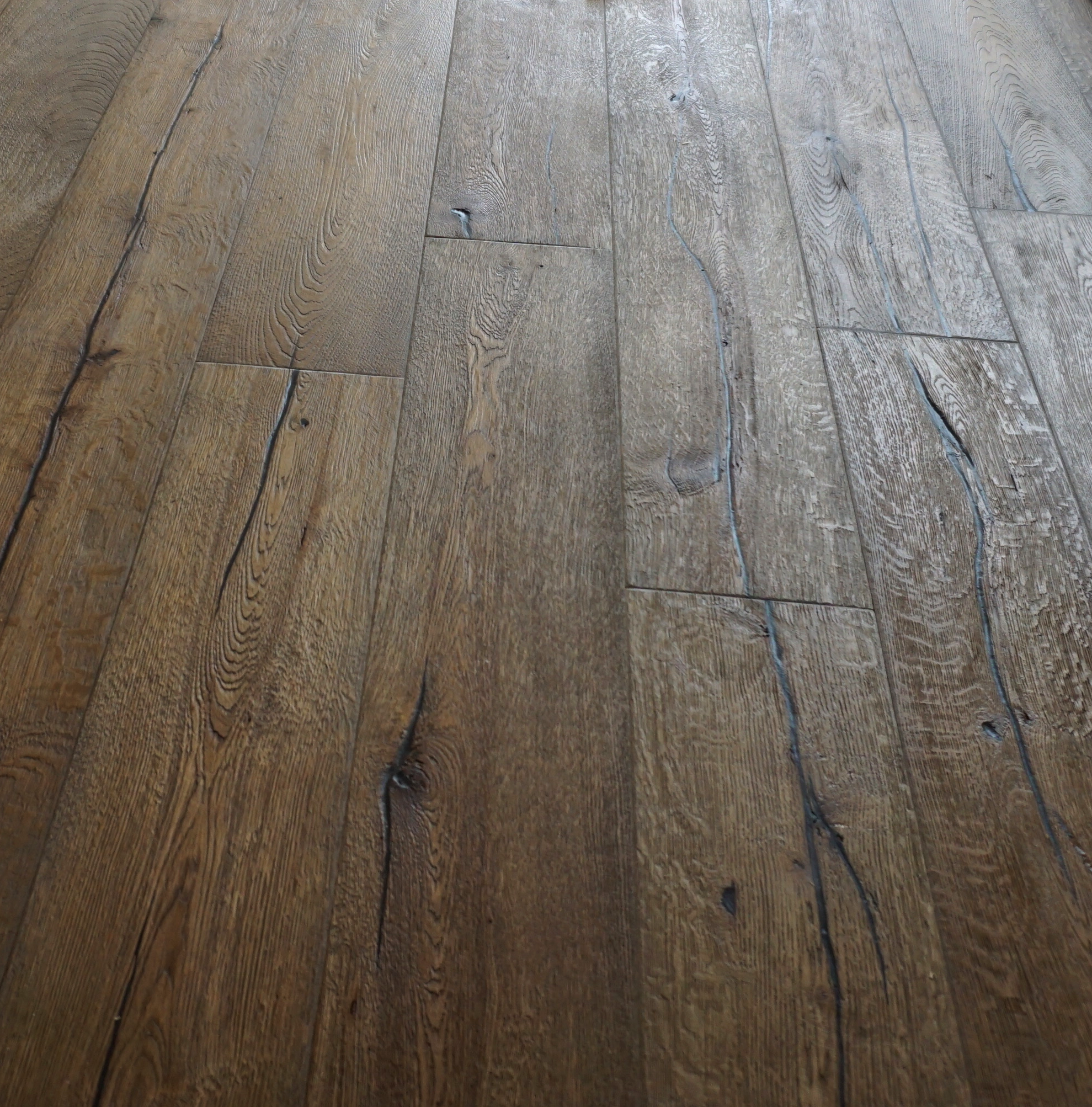 Alabama 20/6 x 190mm Distressed Hard Waxed Dark Oak Engineered Flooring
