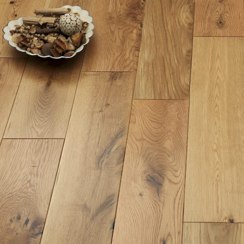 Alabama 125mm Natural Lacquered Oak Solid Wood Flooring