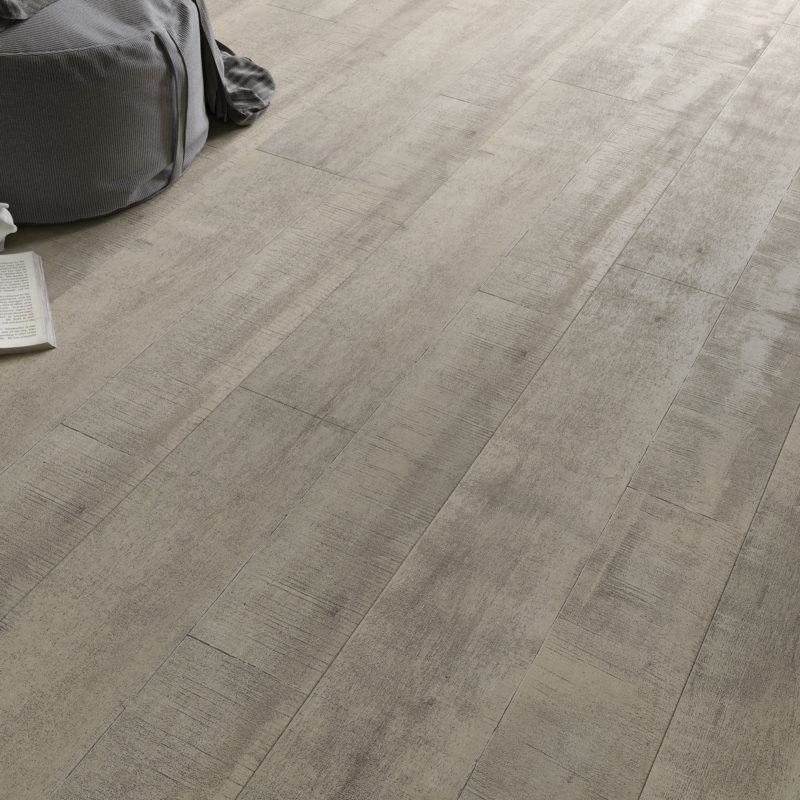 Faus 8mm Elegance Antique Light Oak Laminate Flooring