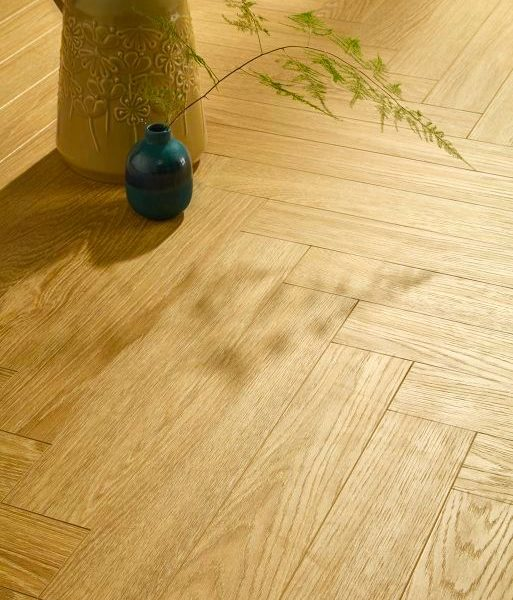 Vivant Vintage Herringbone 12mm Bright Light Oak 4V Laminate
