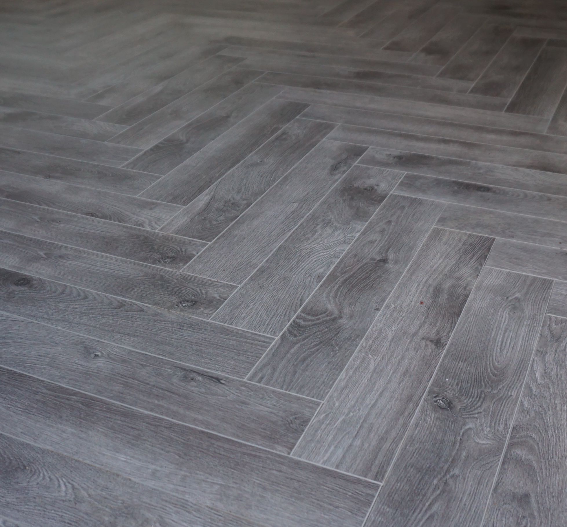 Vivant Vintage Herringbone 12mm Dark Grey Oak 4V Laminate