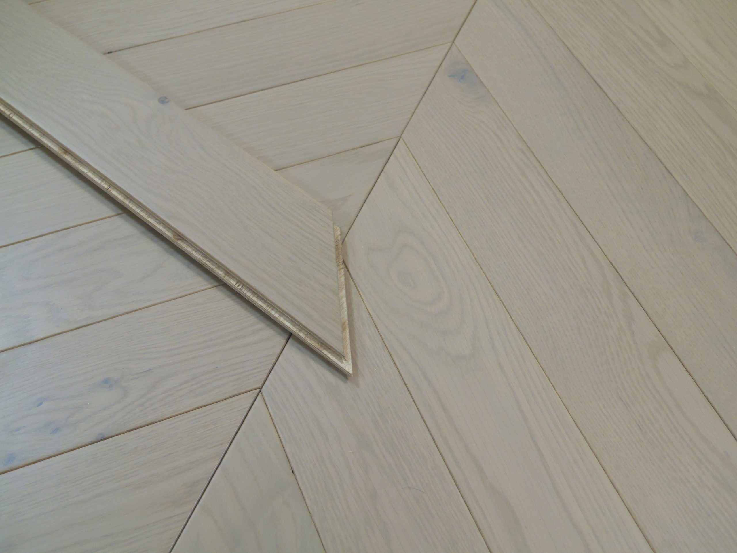 Nevada Chevron 15/4 x 90mm Clad Grey Oak Herringbone Engineered Flooring