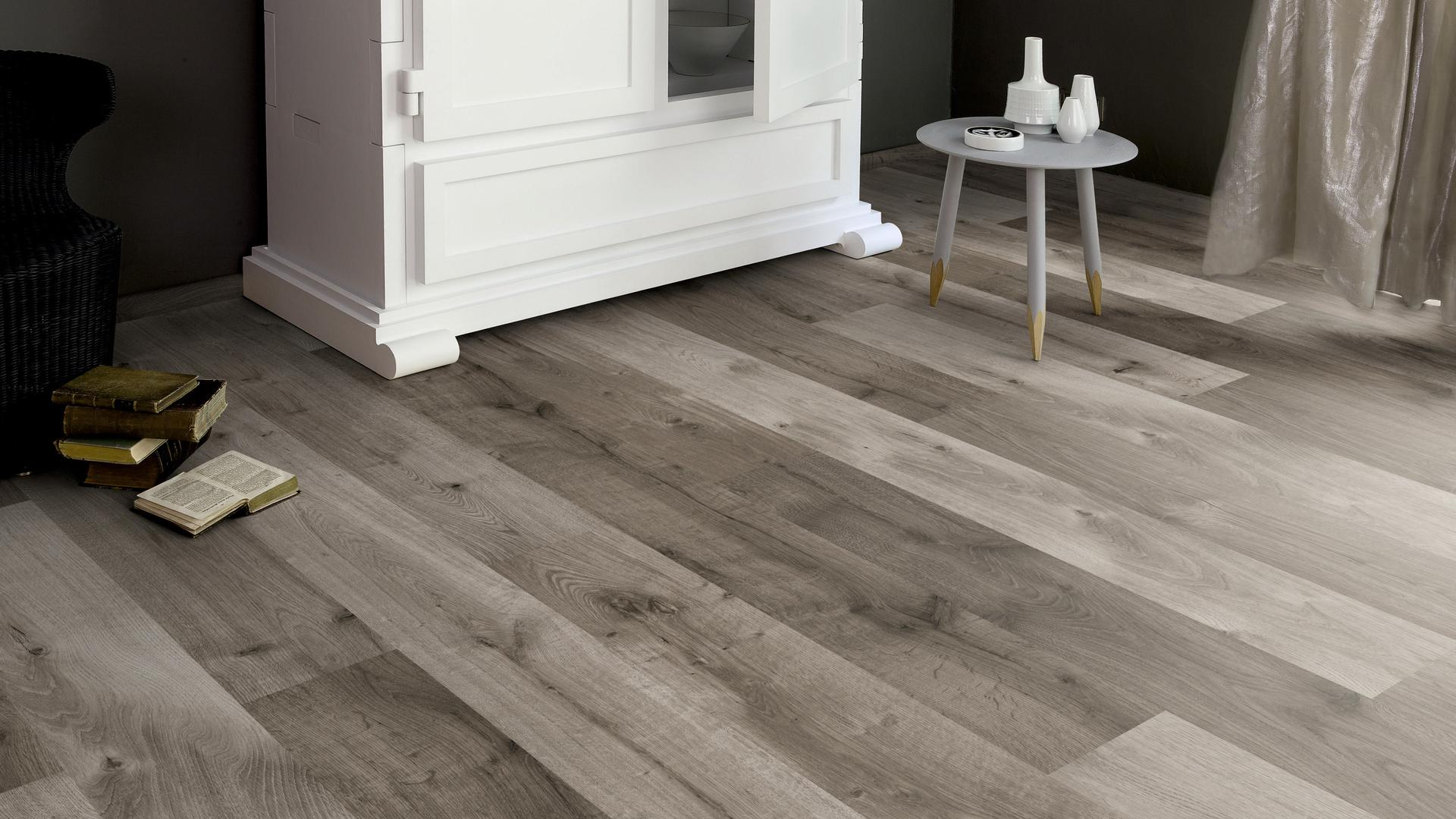 Home High Gloss 8mm Distressed Grey Oak 4V Laminate Flooring